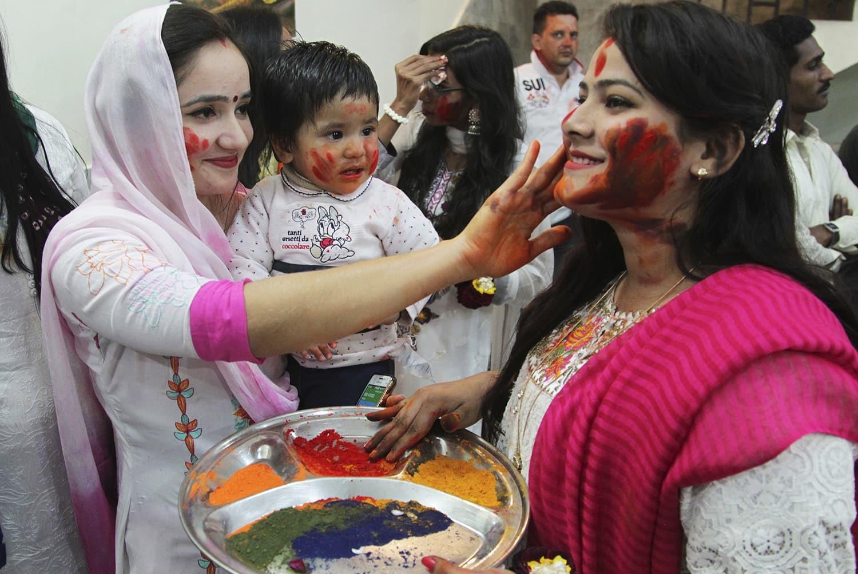 Pakistani Hindu holi celebration