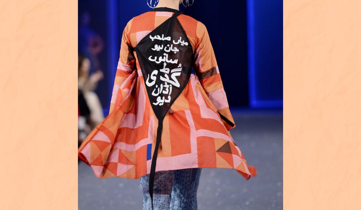 This Pakistani Fashion Brand Tried To Make A Political Statement But Unka Bo Kata Ho Gaya